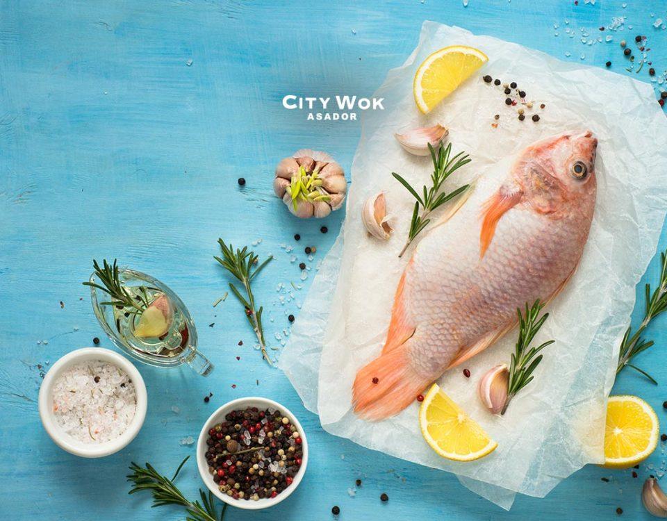 ¿Es malo comer pescado crudo?